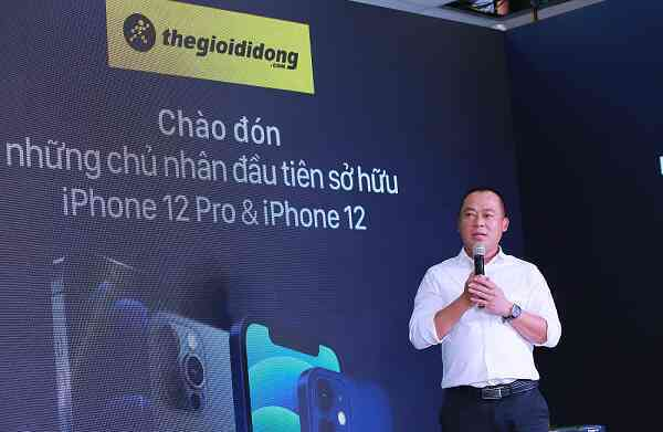 'Dong nghit' khach tu online den offline, The Gioi Di Dong la diem 'nong' ngay mo ban Iphone12 tai Viet Nam