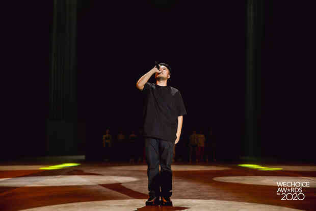 """Trước giờ G Gala WeChoice Awards: Hoàng Thùy Linh và Dế Choắt cực tình tứ, Bích Phương """"cõng gấu"""" siêu đáng yêu bên dàn rapper trai trẻ"""