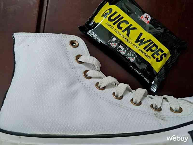 Test nhanh bọt xịt đánh giày và khăn giấy lau giày giá rẻ: Đâu mới là