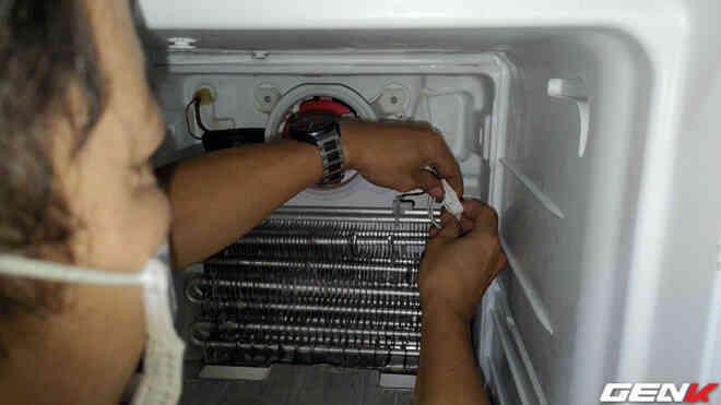 [Video] Ở nhà tránh dịch không gọi được thợ mà tủ lạnh đột nhiên không lạnh. Chú hàng xóm bật mí một cách sửa tạm thời cực hiệu quả, dễ dàng vượt qua ngày giãn cách - Ảnh 11.