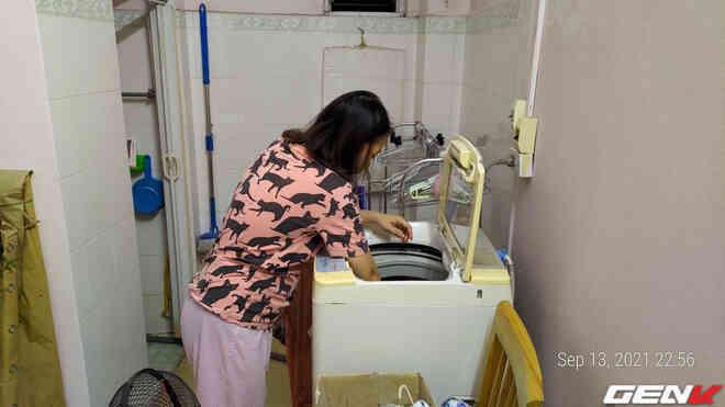 """Giặt máy cửa trên làm quần áo """"nhanh tã"""" nhưng chỉ một phụ kiện giá từ 10 nghìn đồng sẽ giúp khắc phục dễ dàng!"""
