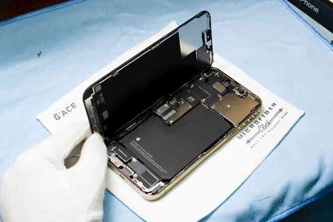 Hình ảnh mổ bụng chiếc iPhone 13 Pro Max đầu tiên tại Việt Nam, bên trong chiếc smartphone xịn xò này có gì? - Ảnh 3.