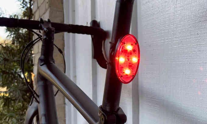 Đèn hậu thông minh tự điều chỉnh độ sáng