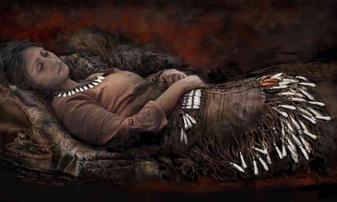 4.300 mặt dây đeo bằng răng nai sừng tấm chôn trong mộ cổ